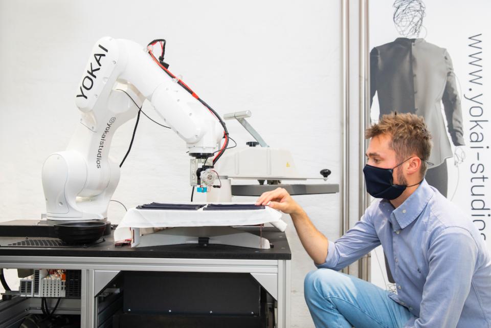 Maskenerstellung mittels kreativer Robotik. Credit: Jürgen Grünwald